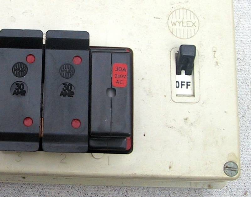 eec247 guide to dealing with an electrical emergencybs1361 cartridge fuse holder upgrade from bs3036