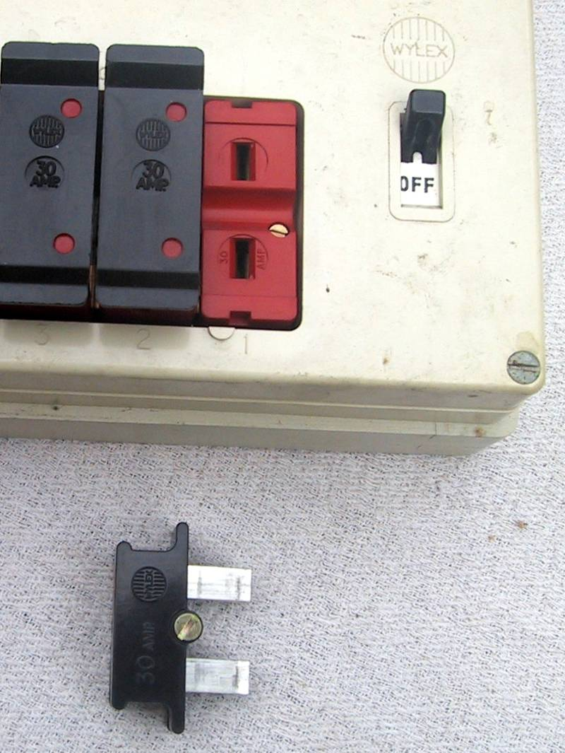 Eec247 Guide To Dealing With An Electrical Emergency Old Time Fuse Box Bs1361 Cartridge Removal
