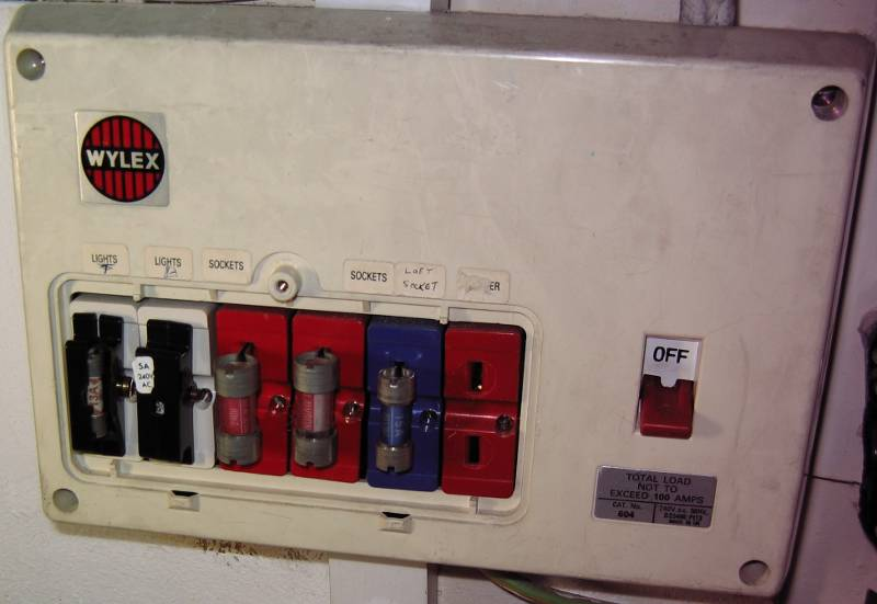 eec247 obvious dangers found in electrical work